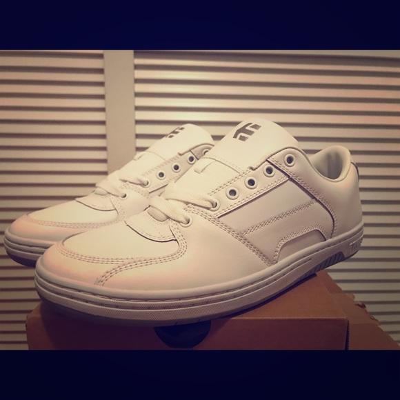Men/'s Skate Shoes Etnies Senix Lo White//Grey